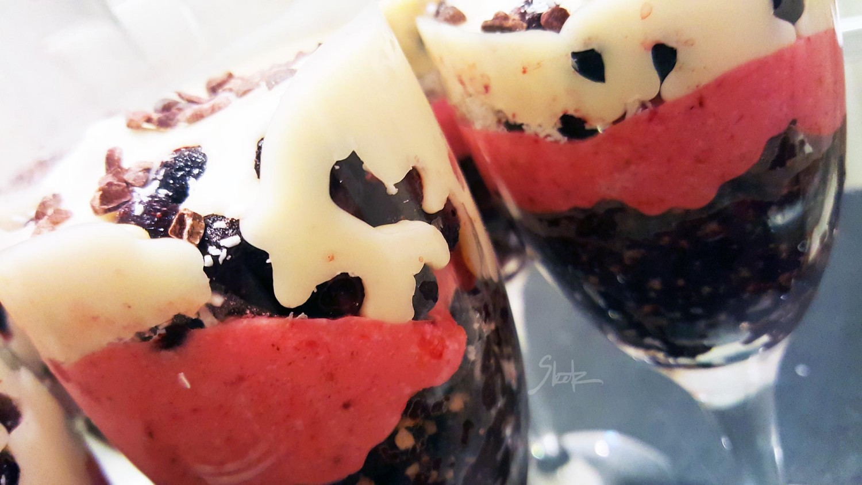 presna-torta-vkozarcu-jagoda-borovnica-WM