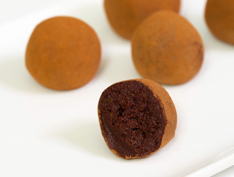 Čokoladni avokado trufli iz treh sestavin