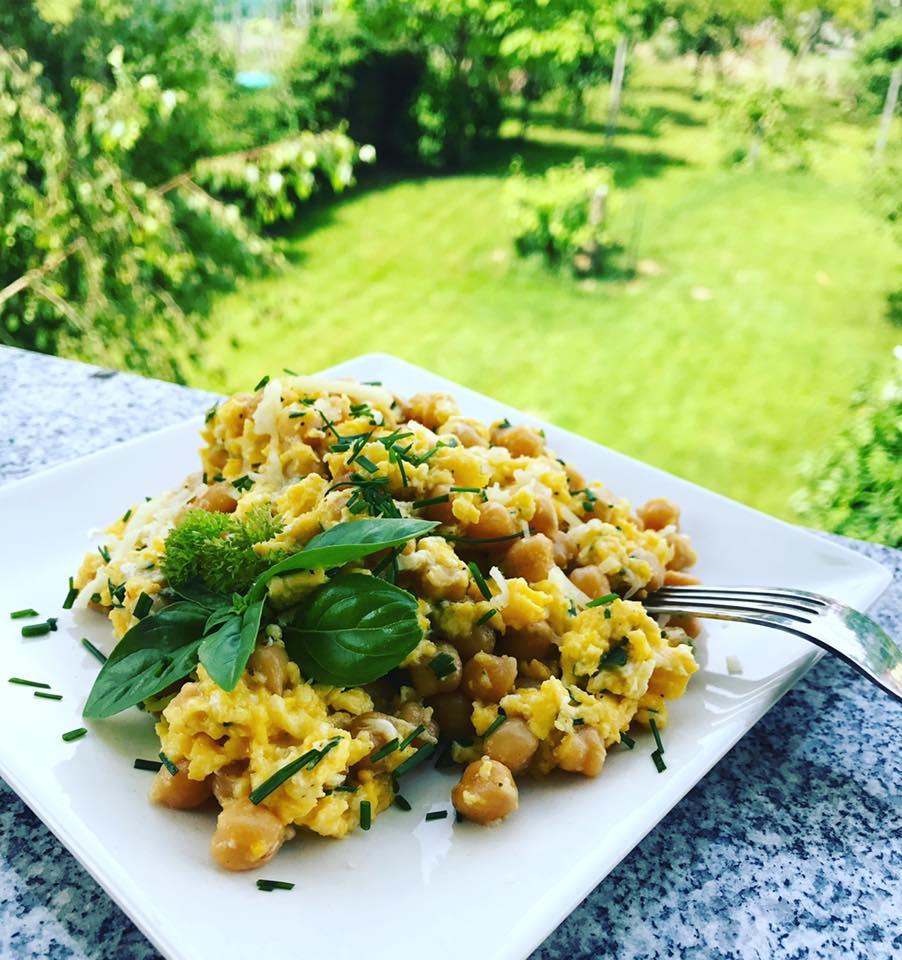 Čilčerika z jajci in mocarelo