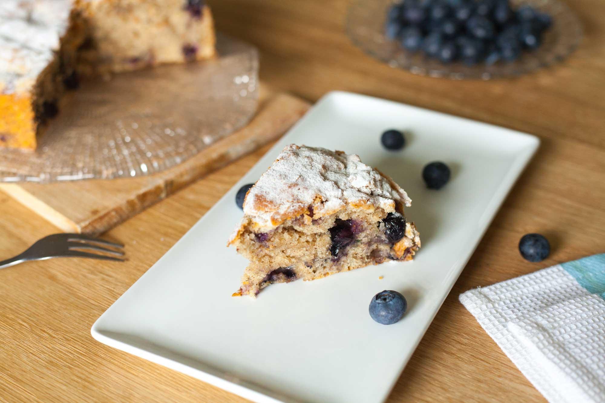 Enostaven borovničev kolač