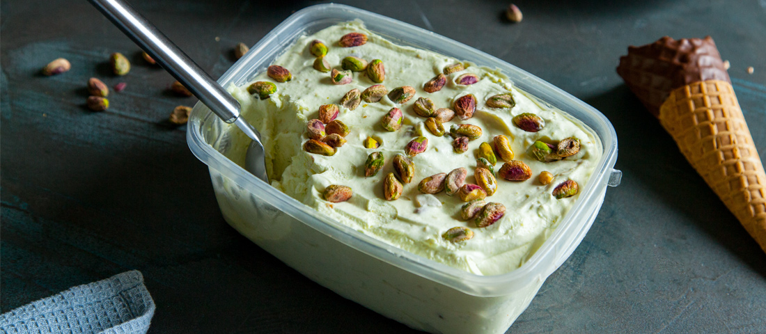 Avokadov sladoled s pistacijo