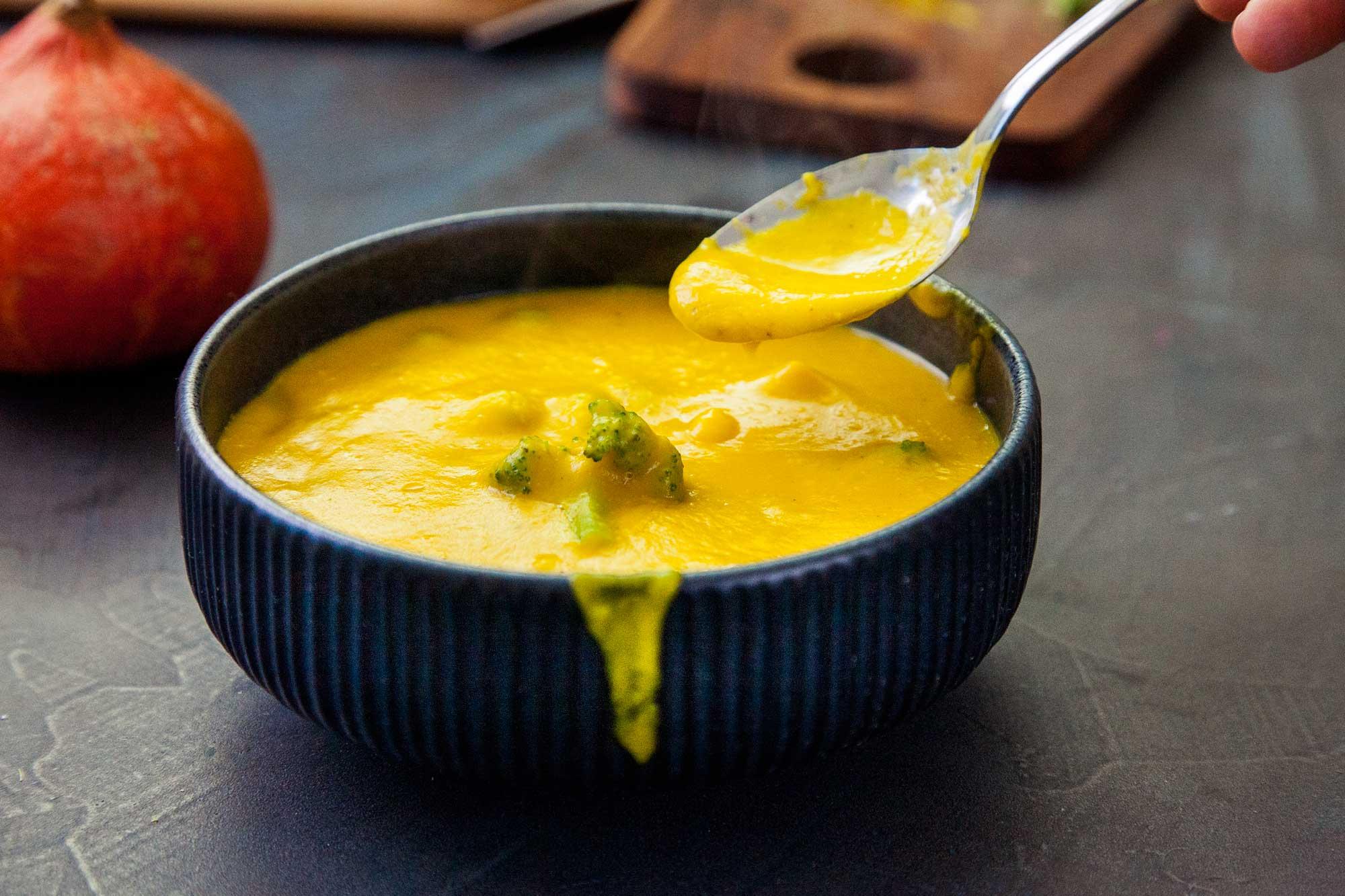 Bučna juha z brokolijem