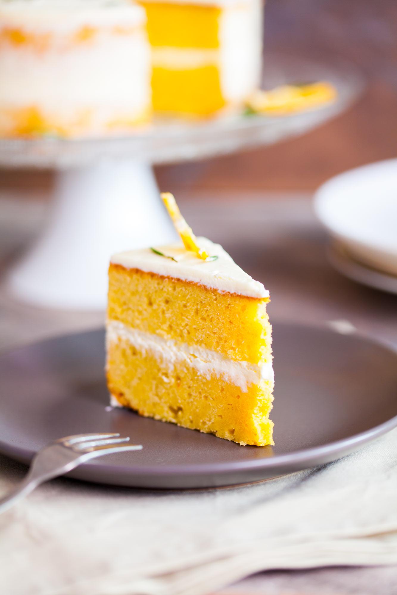 Limonina torta z rožmarinom