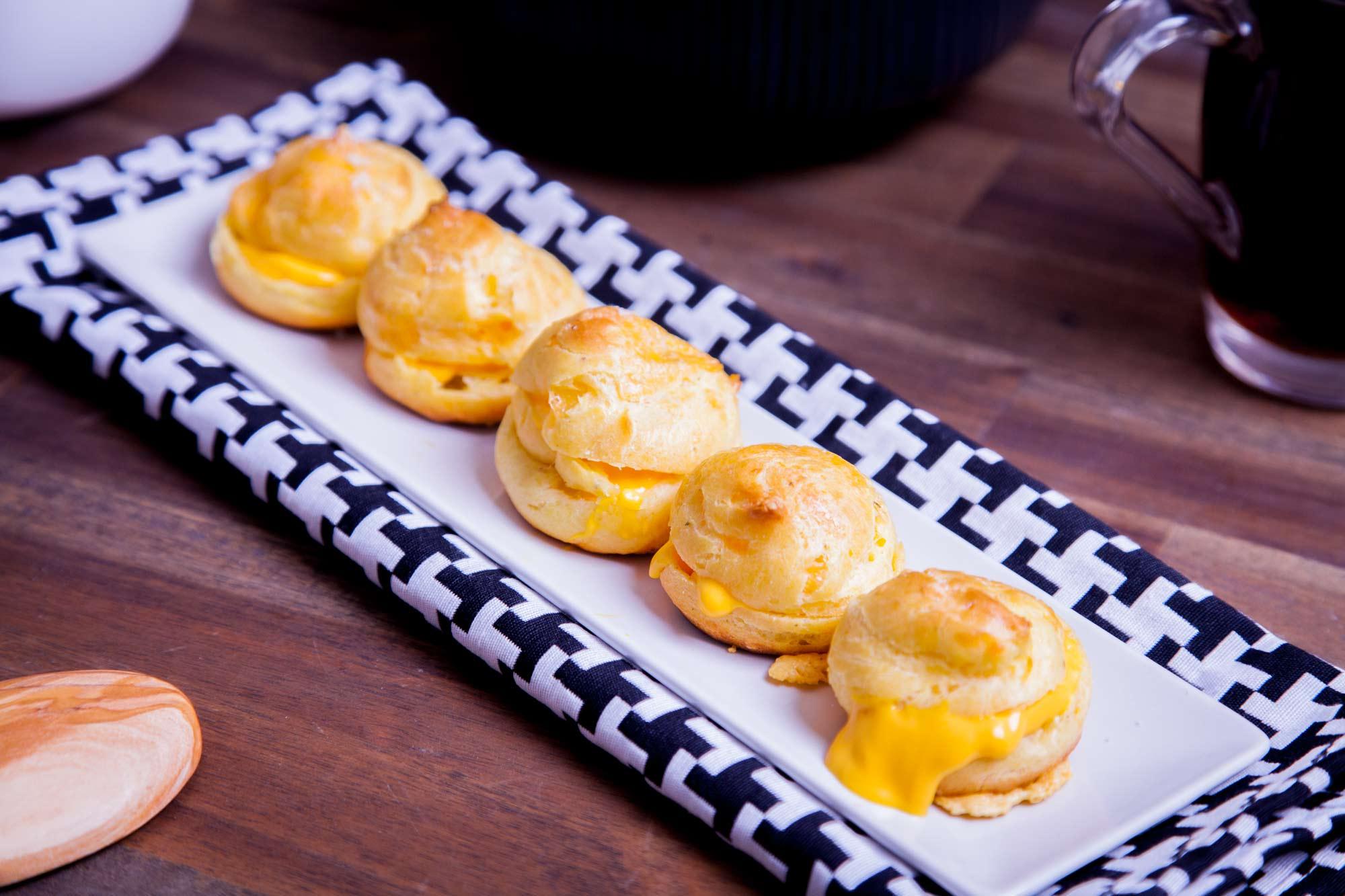 Sirni napihnjenci z nacho sirom
