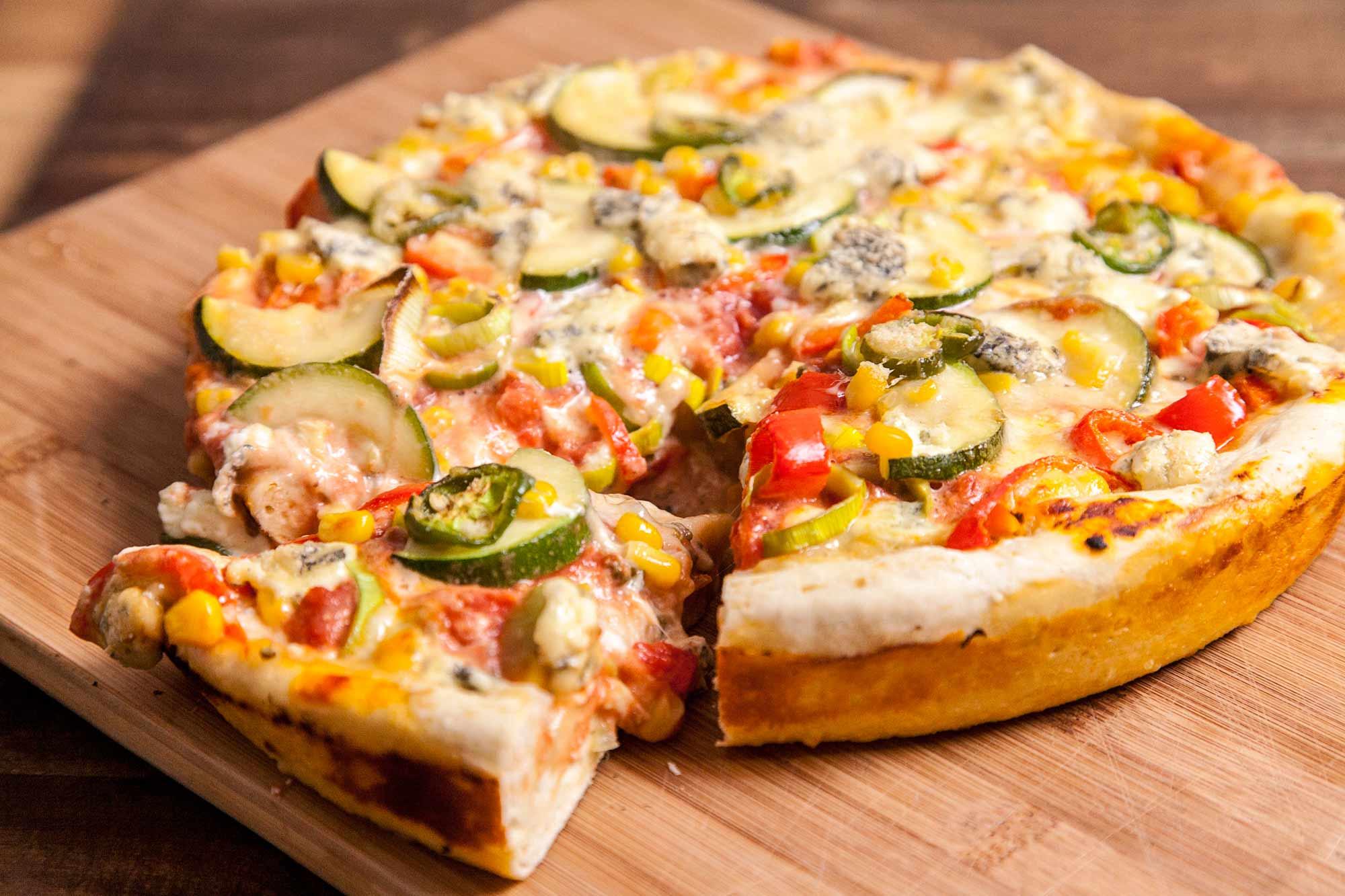 Pizza v ponvi - Chicago deep dish