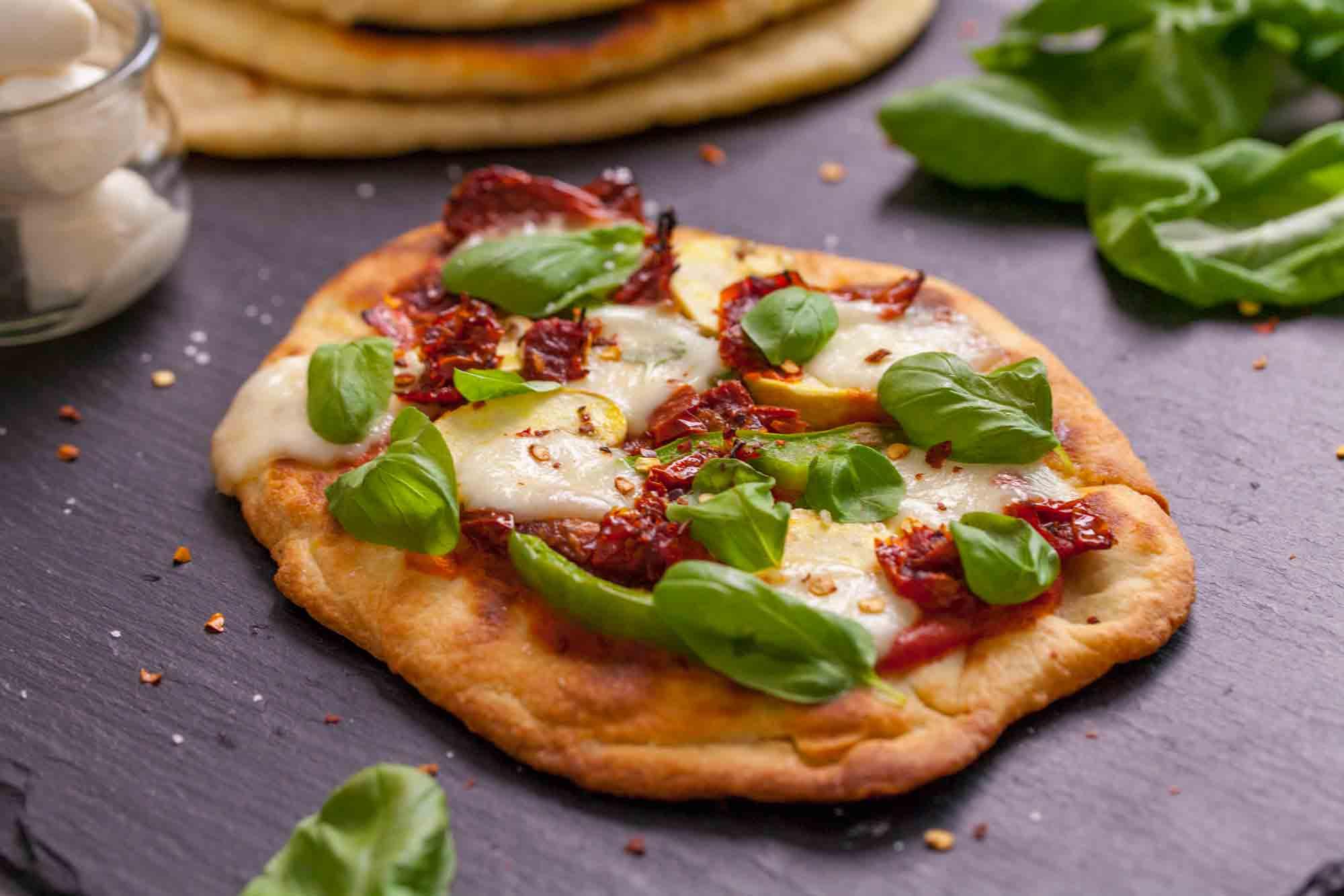 Tandoori naan pizza