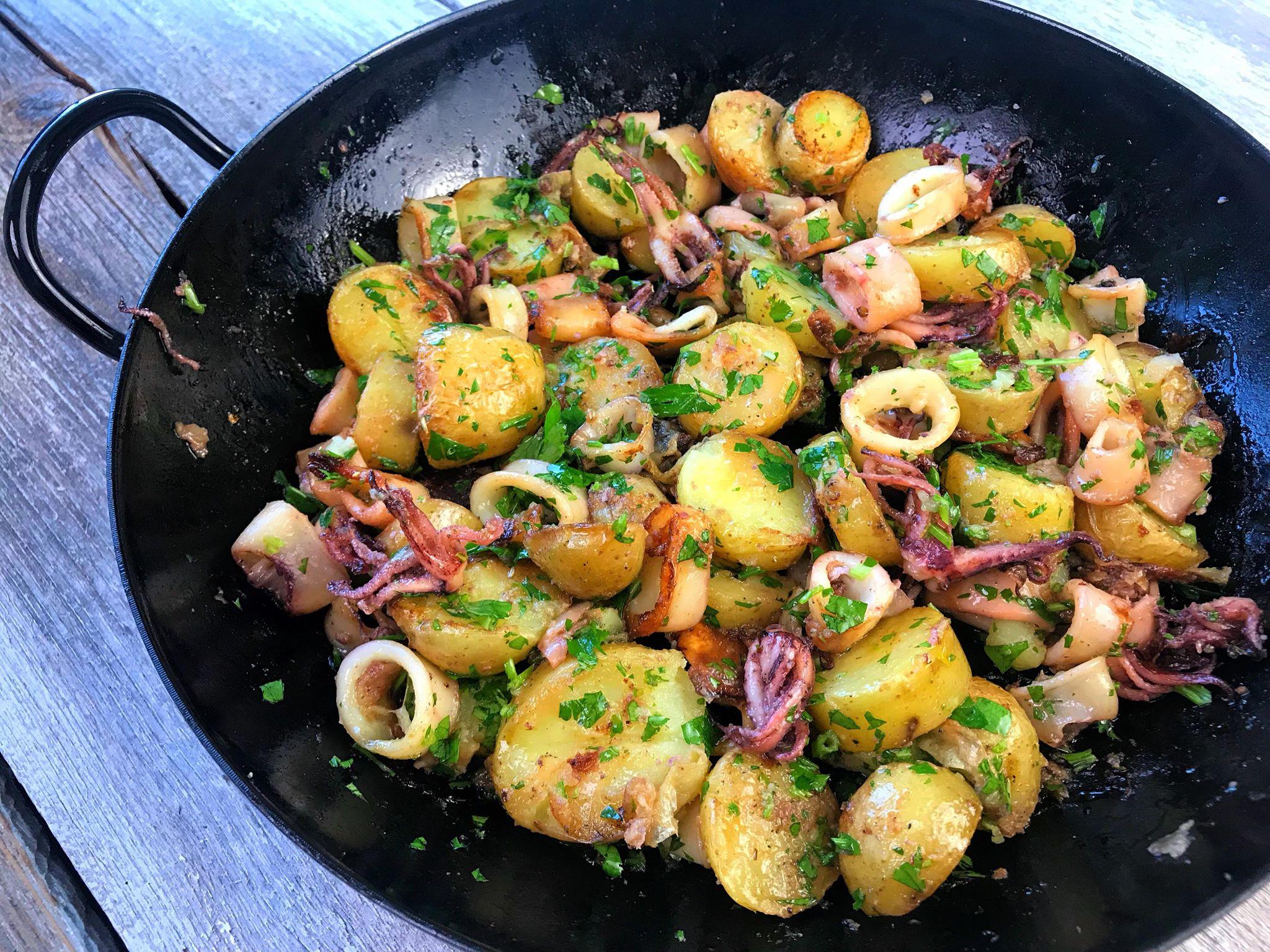 Pečeni lignji s krompirjem