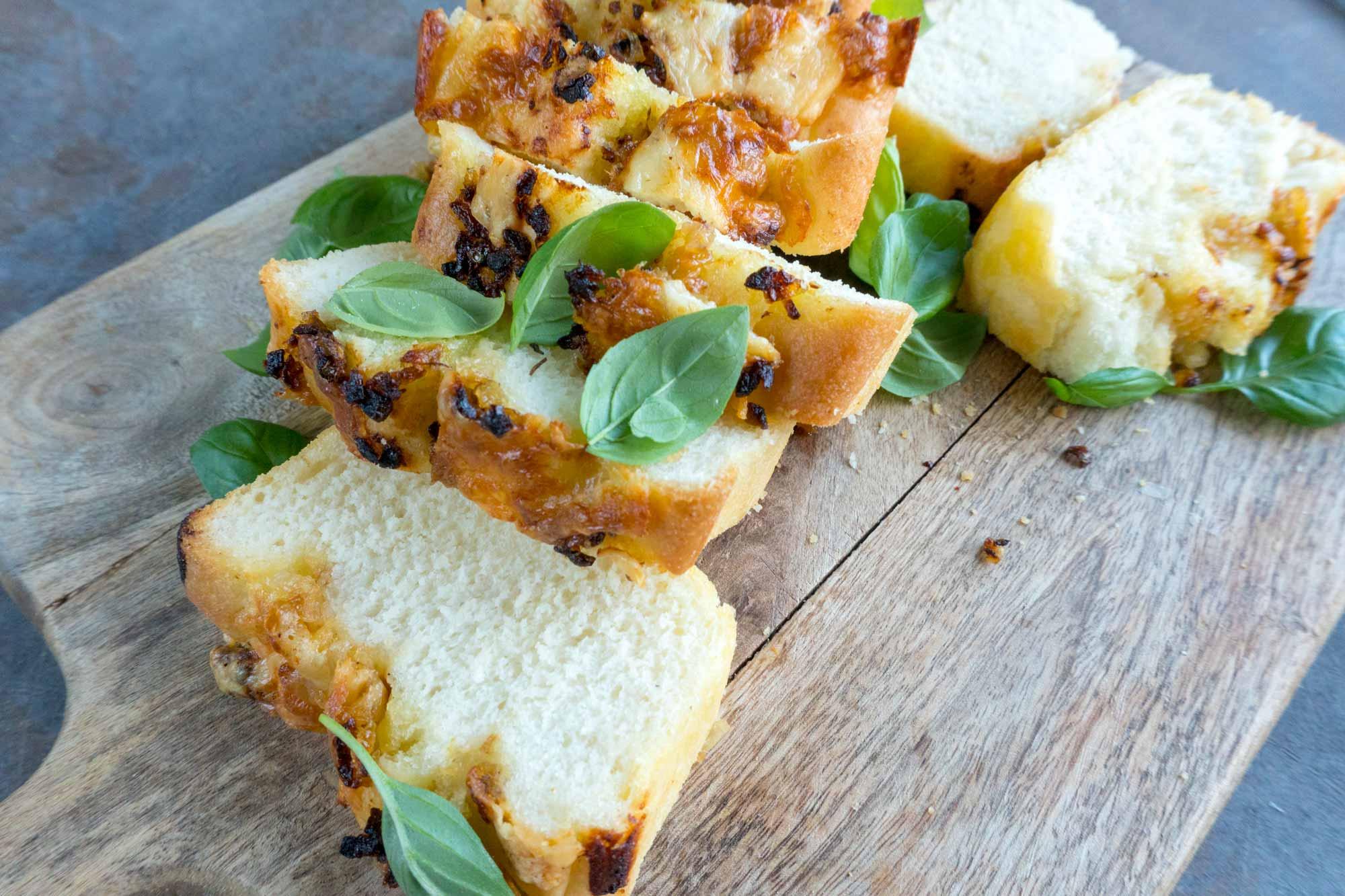 Čebulni pica kruh s sirom