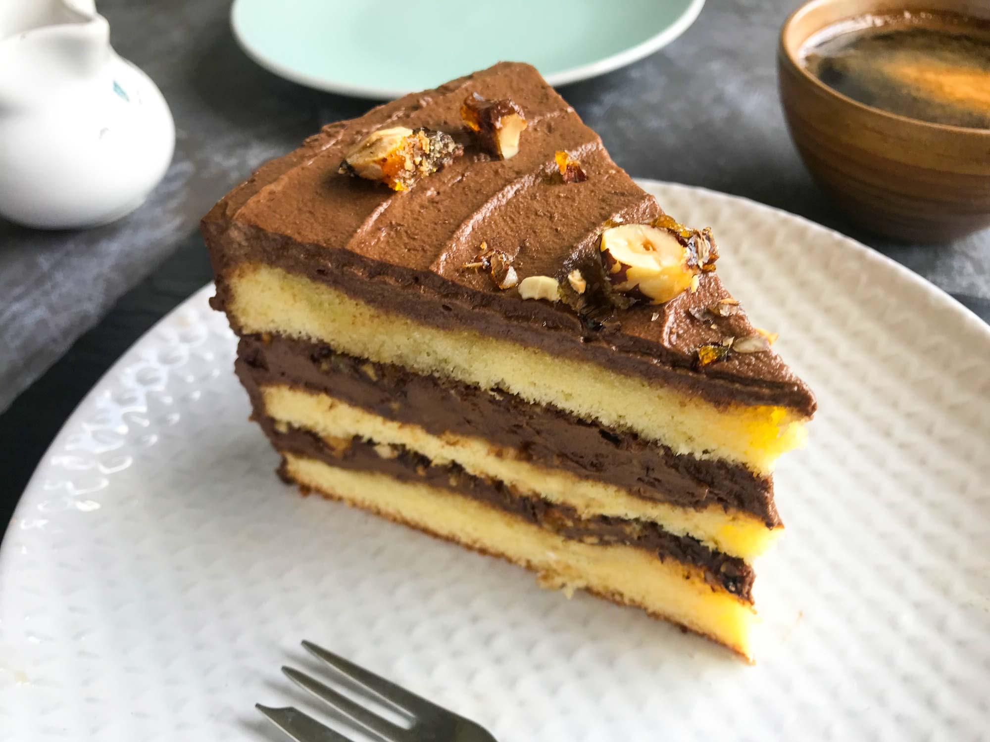 Čokoladna torta s kavo in lešniki