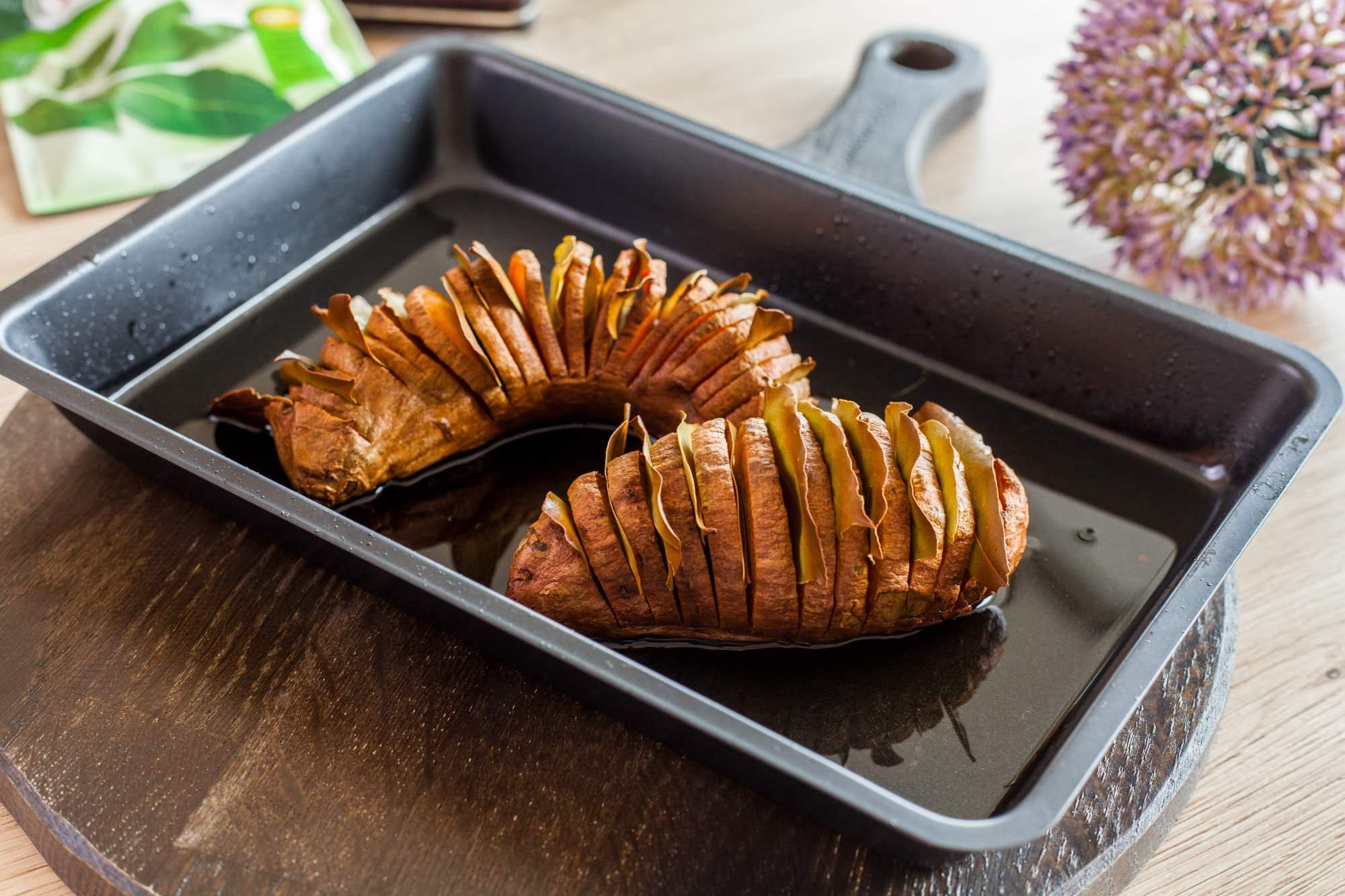 pečen sladek krompir z lovorjem