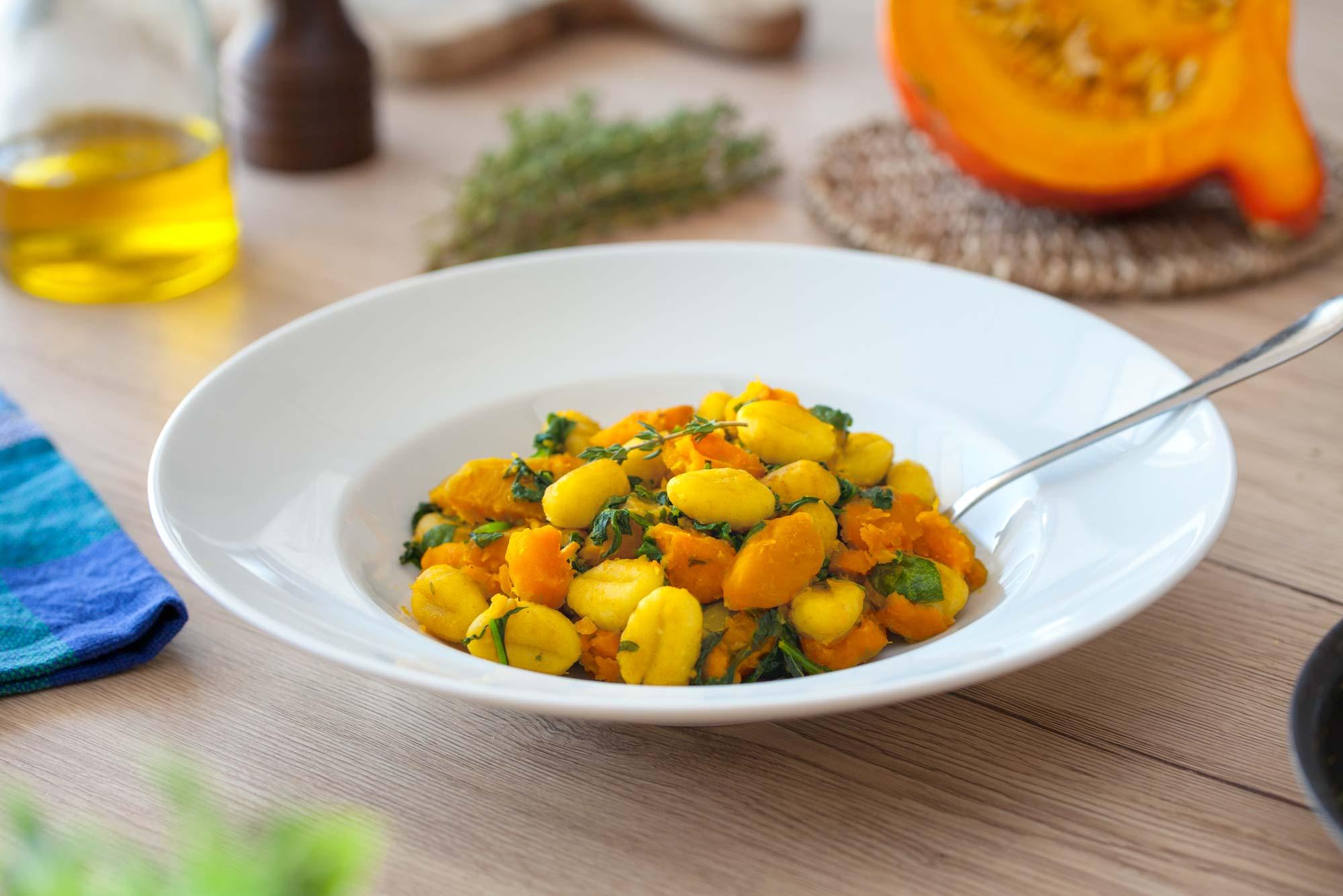 Njoki s špinačo, bučo in timijanom. Že sliši se zelo dobro, ko pa to jed skuhaš je pa preprosto božansko in aromatično.