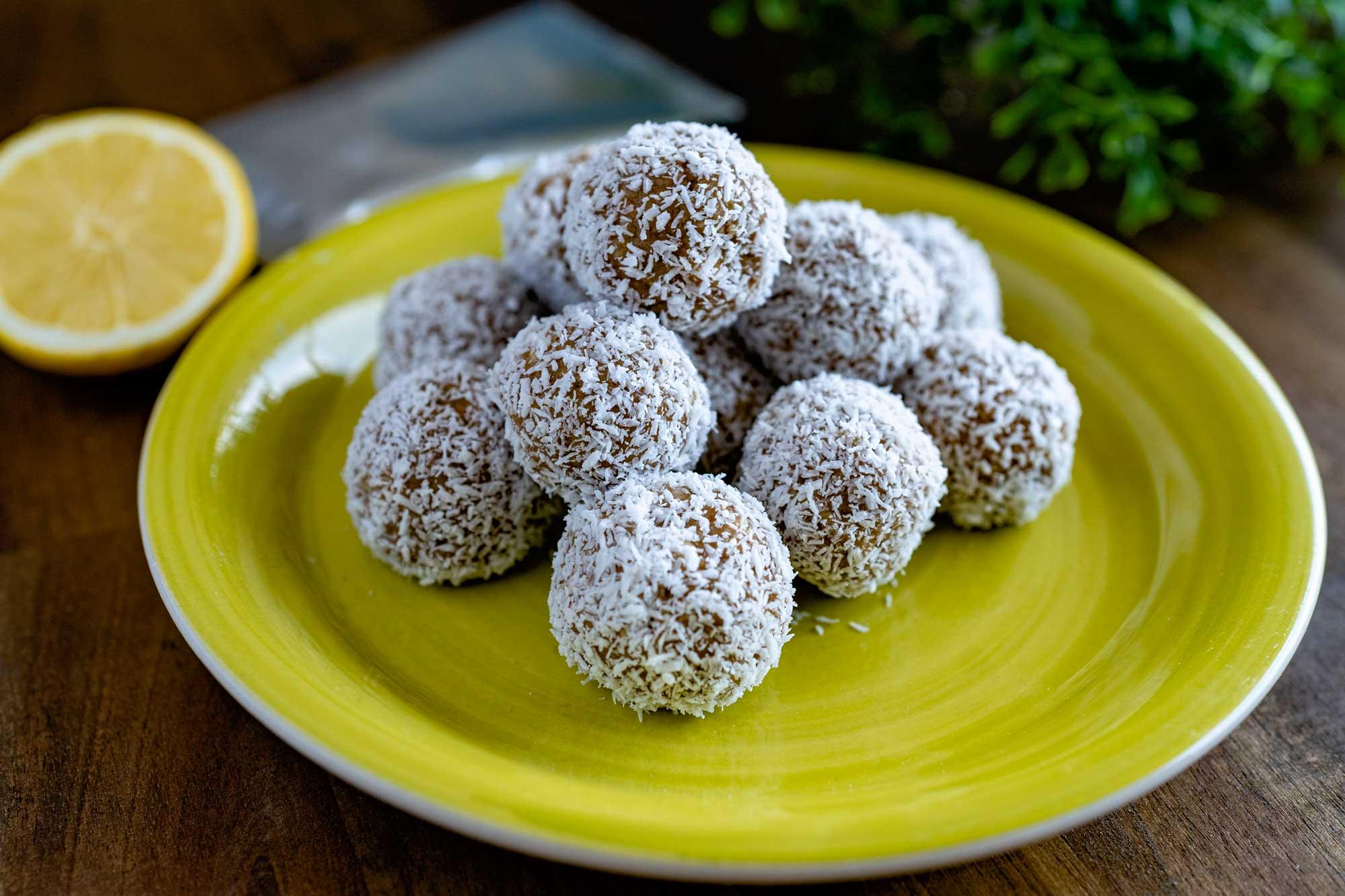 Beljakovinske kroglice z limono in kokosom