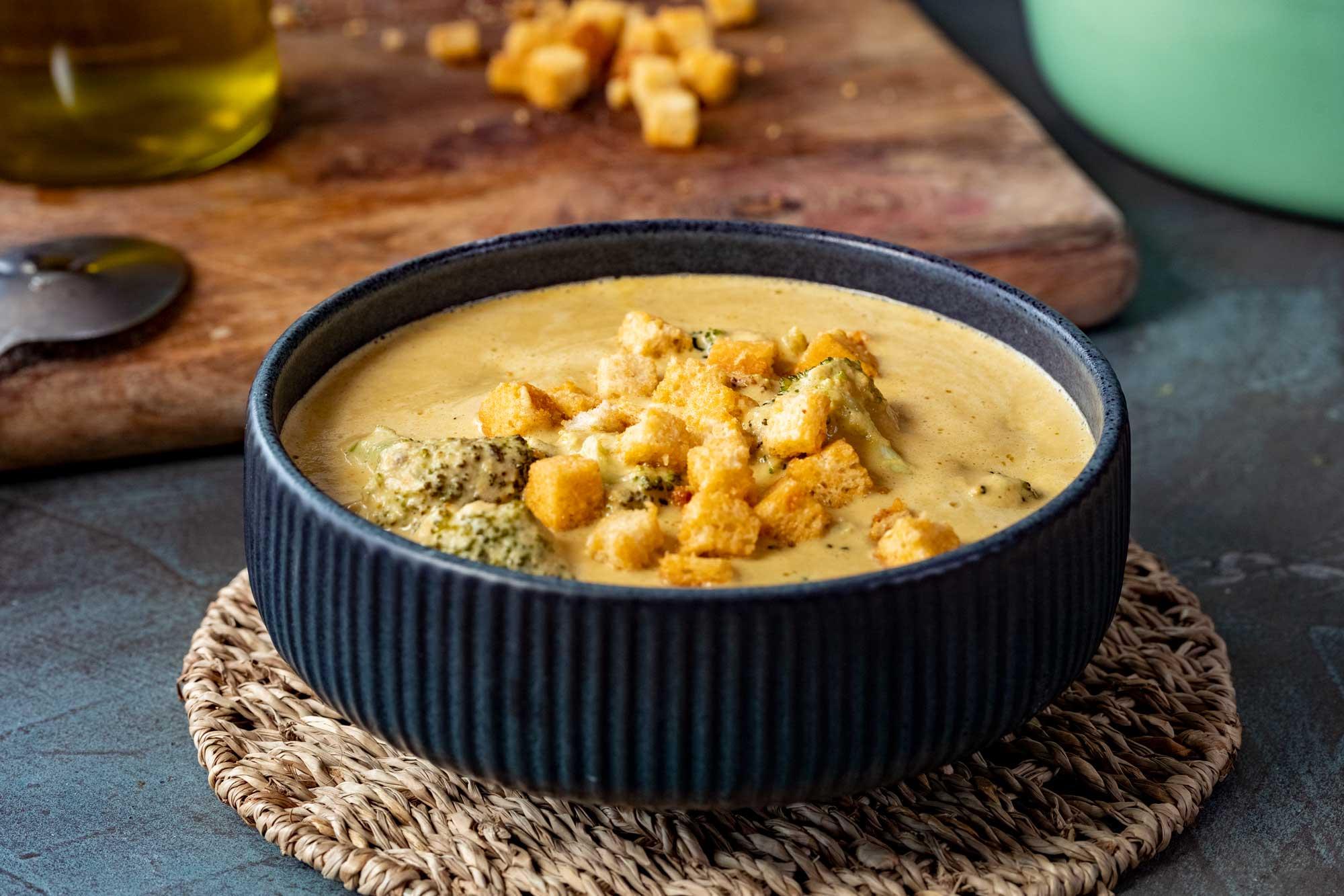 Sirna juha z brokolijem (veganska)
