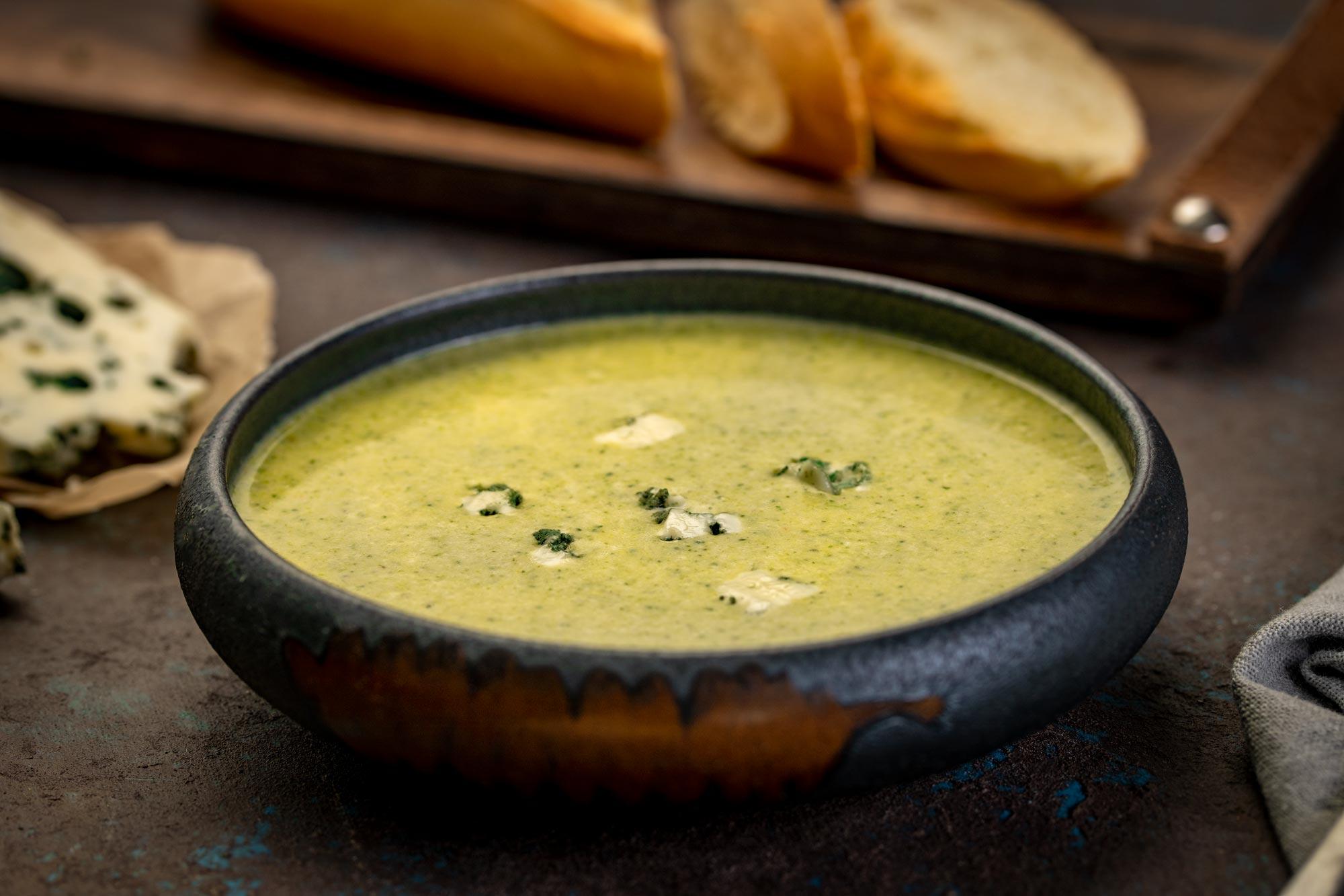 Brokolijeva juha z Roquefortom