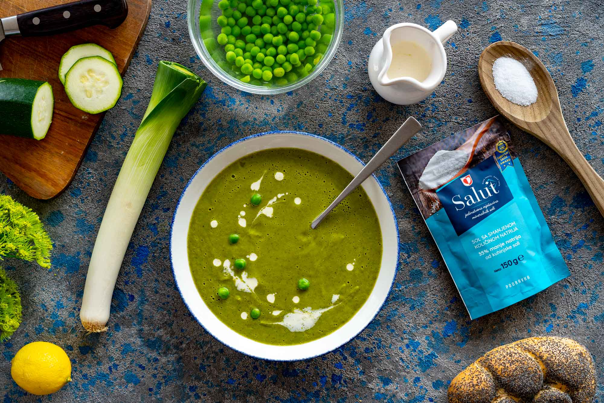 Bučkina juha z grahom in sladkim krompirjem