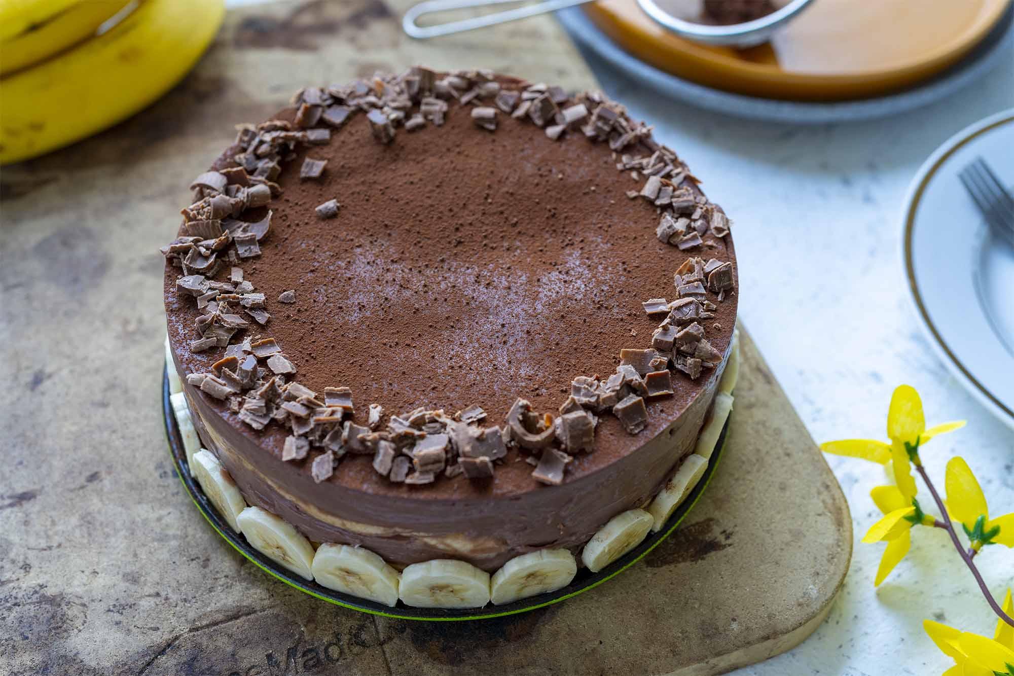 Čokoladna torta s pudingom in palačinkami