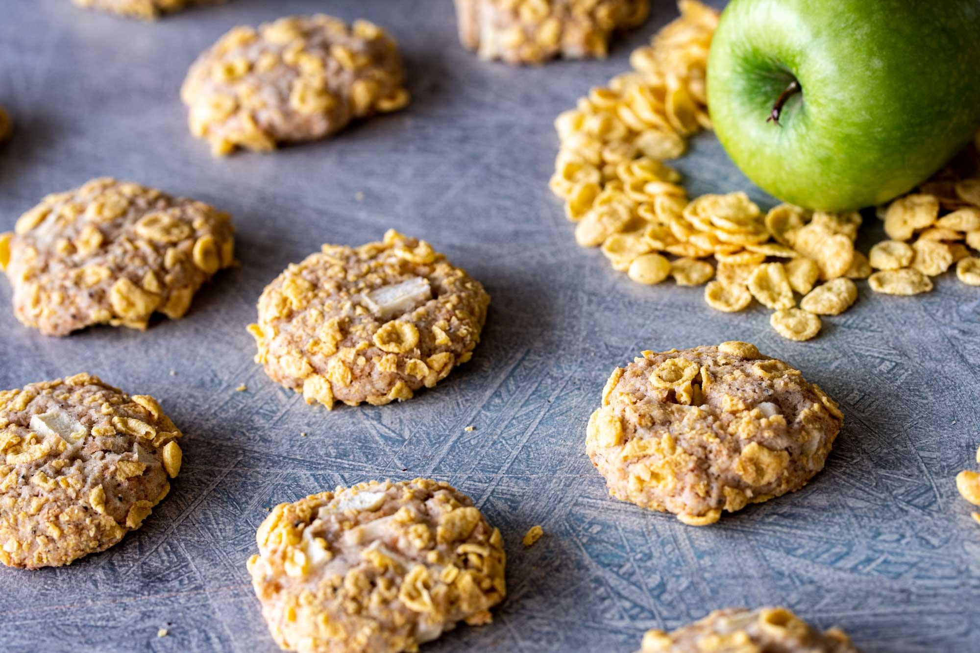 Jabolčni piškoti s koruznimi kosmiči
