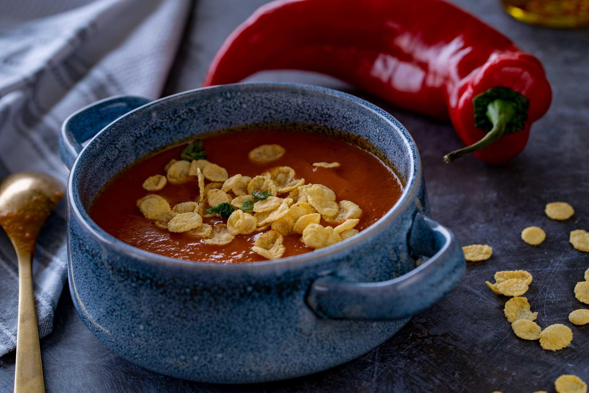 Kremna juha s sladkim krompirjem in pečeno papriko