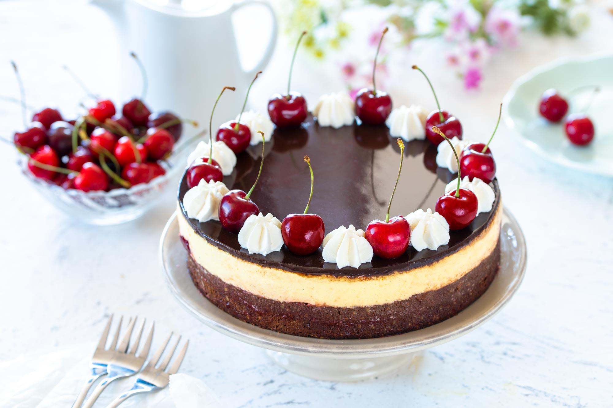 Čokoladna torta z vanilijo in češnjami