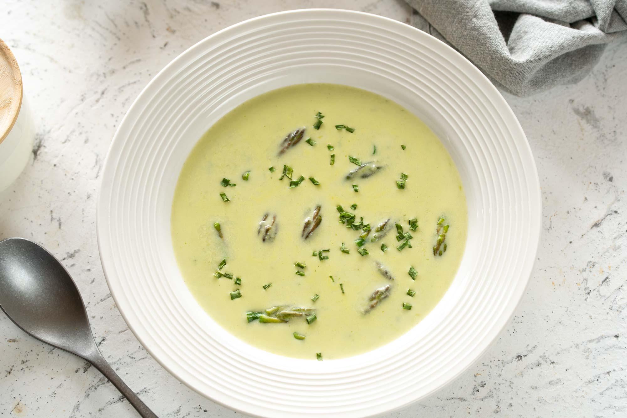 Domača špargljeva juha