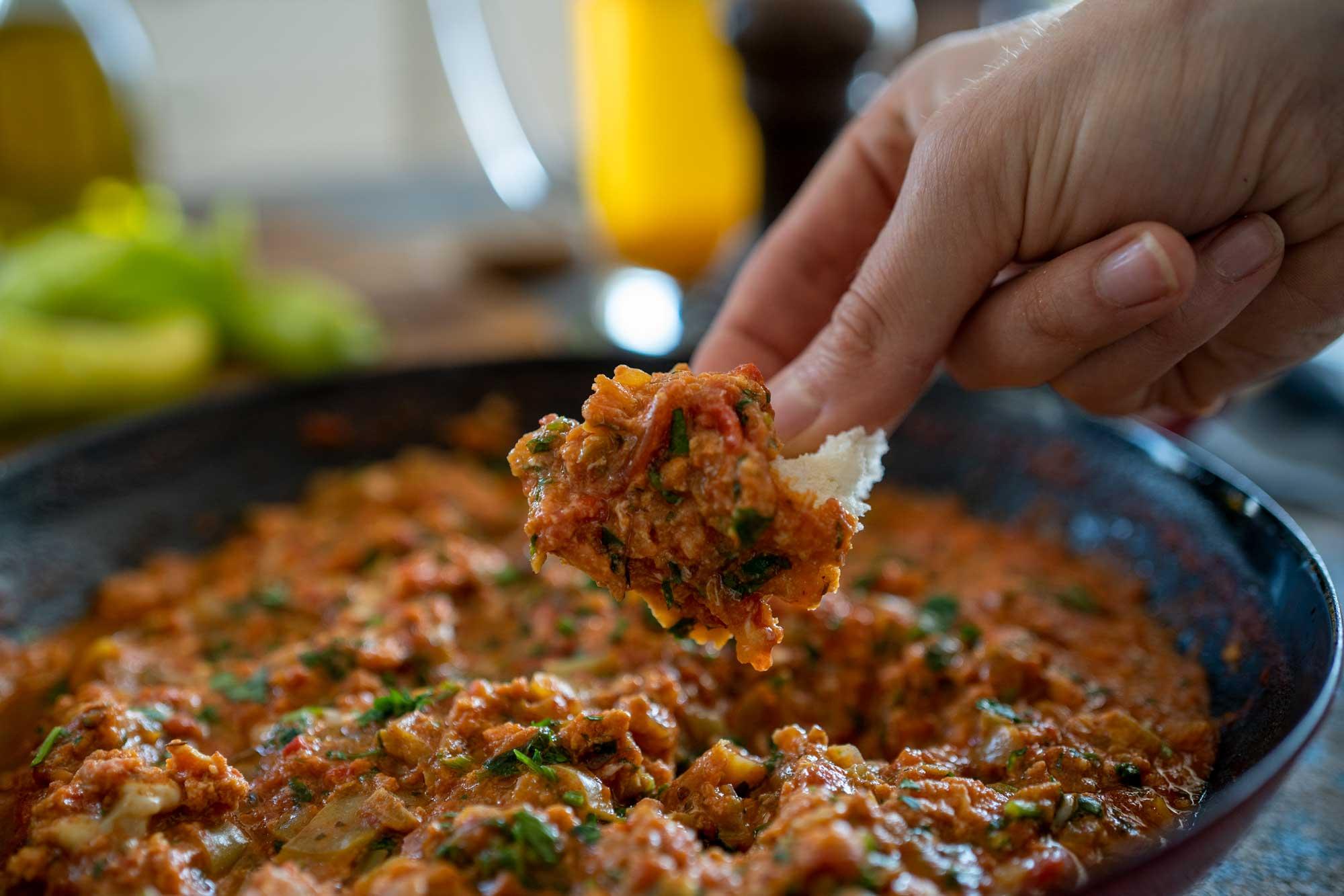 Menemen - turška umešana jajca s paradižnikom
