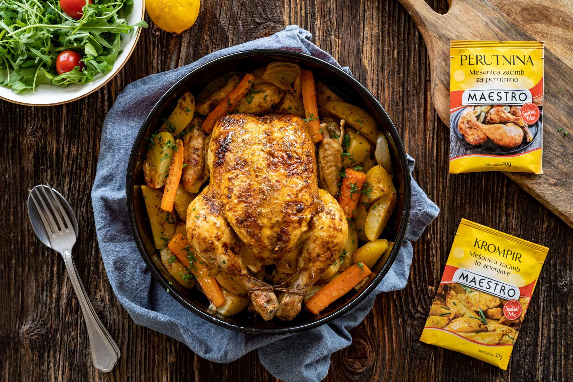 Popolno pečen piščanec s krompirjem
