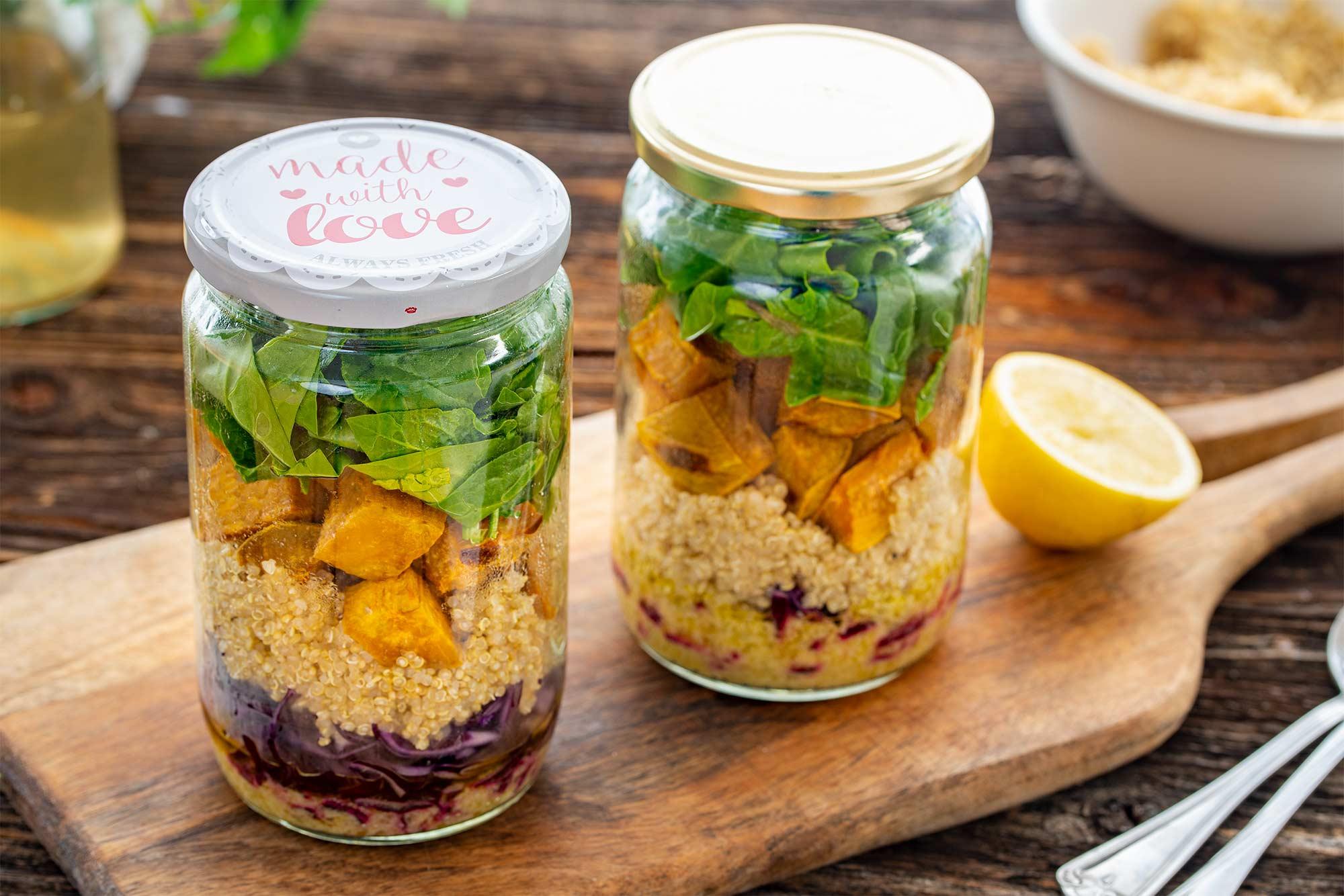 Solata s kvinojo in sladkim krompirjem