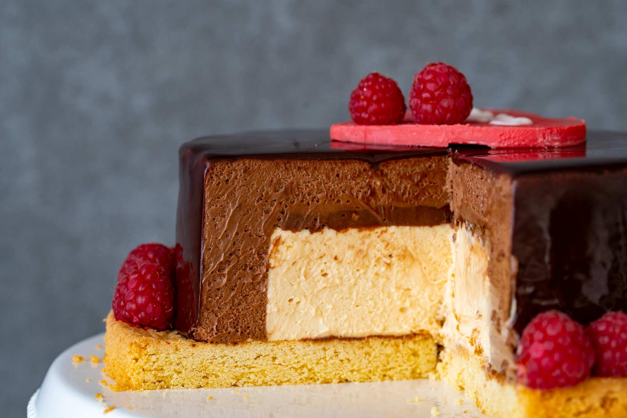 Čokoladno lešnikova torta s karamelo