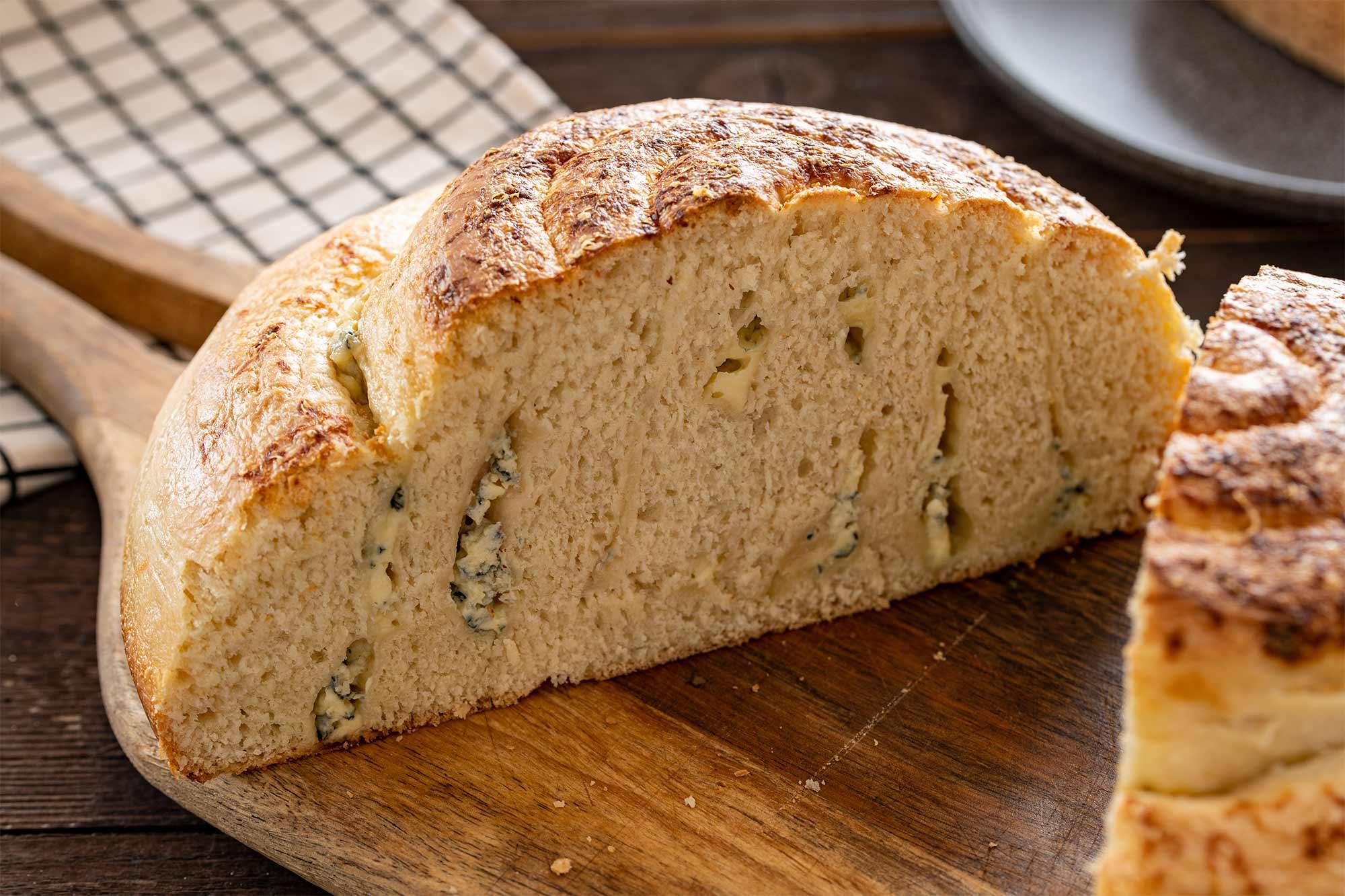 Zaviti kruh z gorgonzolo