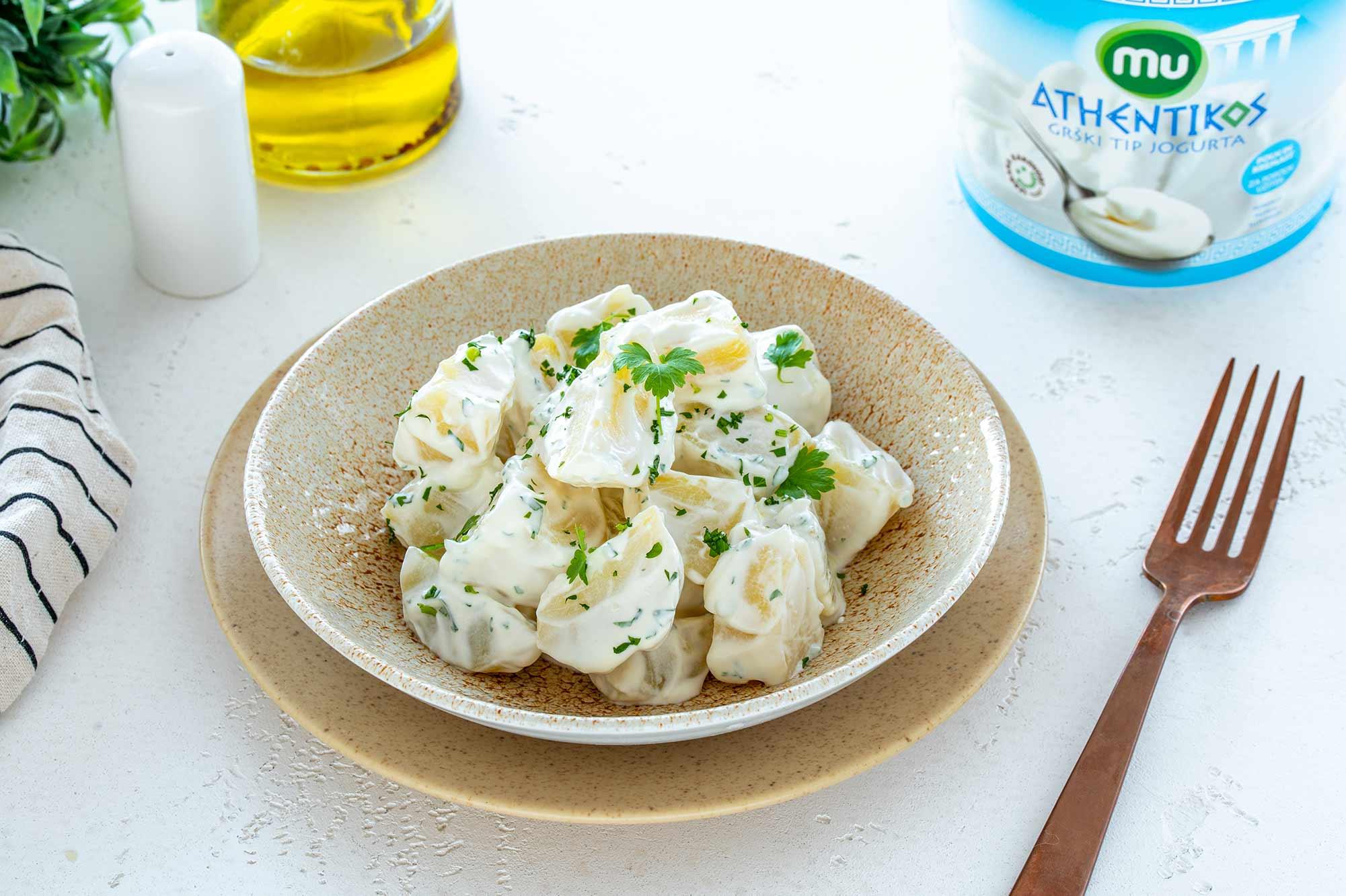 Krompirjeva solata z grškim tipom jogurta MU Athentikos